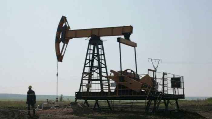 Oil Prices Climb While Crude Prices Drop