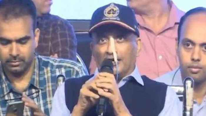 Manohar Parrikar asks How's the Josh as he attends First Public Event | Oneindia News