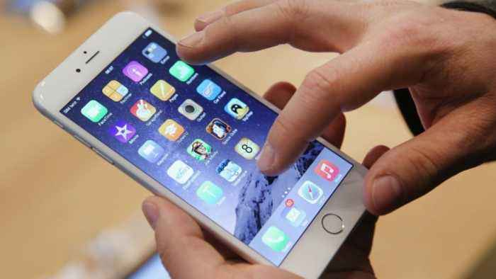 FaceTime Bug Goes Viral, Allows People to Eavesdrop