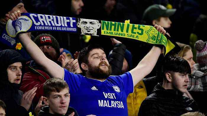 Cardiff City pays tribute to missing player Emiliano Sala