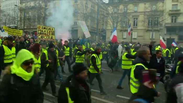 Protests in France rage on for a 13th consecutive weekend