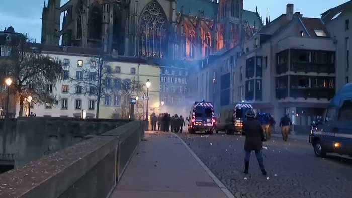 Protesters Shoot Fireworkers at Police in Metz