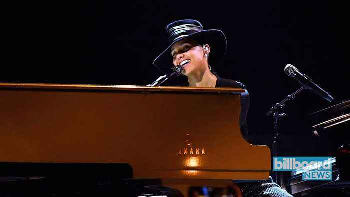 Alicia Keys Covers Lauryn Hill's 'Doo Wop (That Thing)' & More Hits   Billboard News