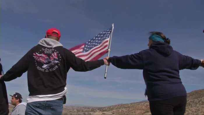 Trump supporters form human chain at border wall