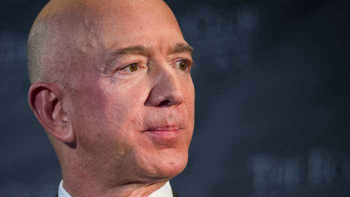 Keep It In The Family: Bezos PI's Say Mistress's Brother Leaked Racy Texts To Enquirer