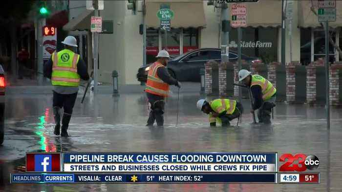 Pipe burst causes flooding in downtown Bakersfield