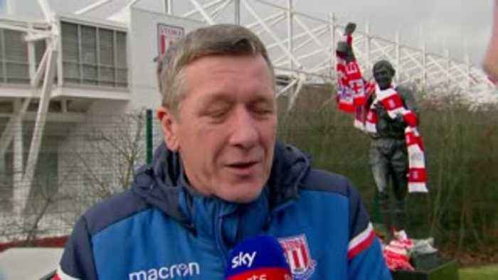Stoke fans pay tribute to Banks