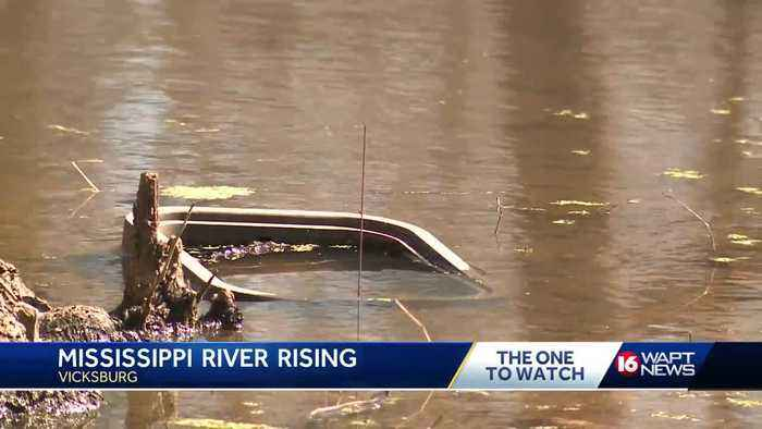 Preps underway as Mississippi River approaches flood levels