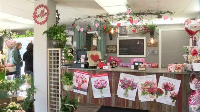 Flower shop gears up for hundreds of Valentine's deliveries