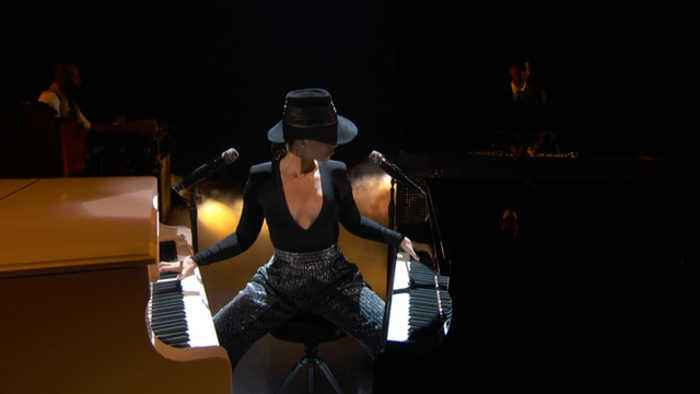 Alicia Keys Plays Two Pianos At The Same Time At 2019 GRAMMY Awards