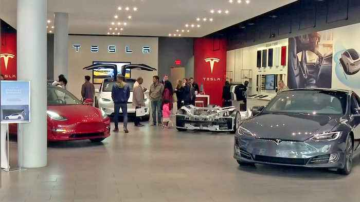 Tesla to Close Retail Showrooms to Cut Costs