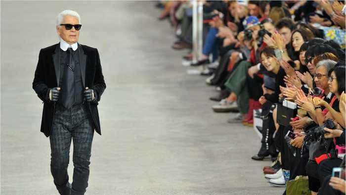 Chanel Pays Tribute To Karl Lagerfeld At Paris Fashion Week Show