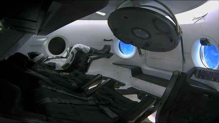Hatch closes on SpaceX capsule-ISS test