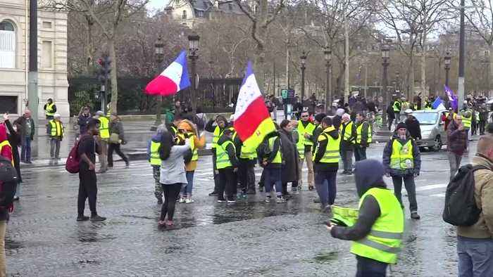 Hundreds of 'yellow vest' protesters march in Paris