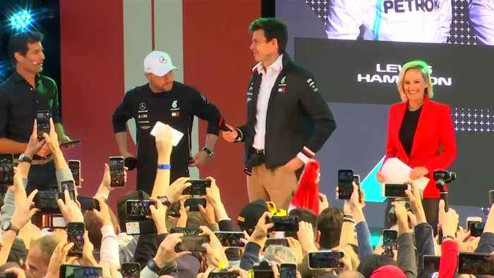 Melbourne, drivers and fans get ready for new F1 season