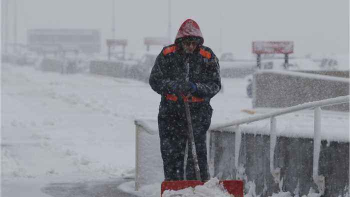 Blizzard Pounds Central U.S. Plains, Grounding Flights & Cutting Power