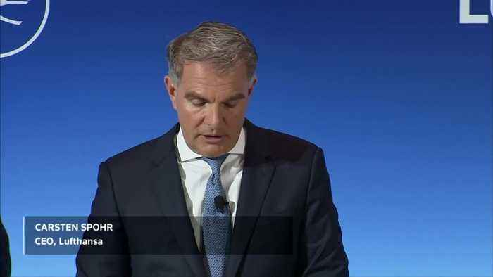 Lufthansa gives cautious outlook - shares slide