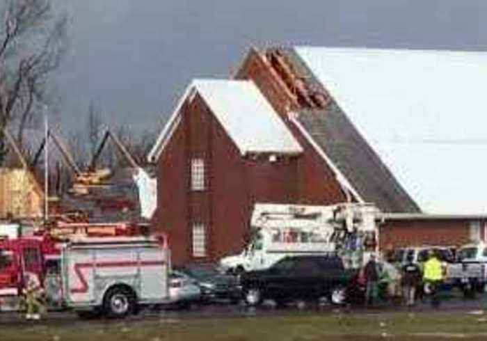Tornado Downs Trees and Power Lines, Rips off Roofs in Kentucky Town