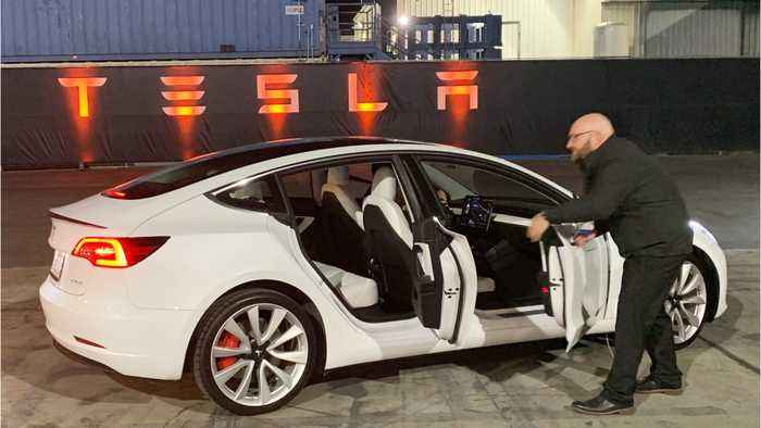 Tesla Sinks After Analysts Are Underwhelmed With The Model Y