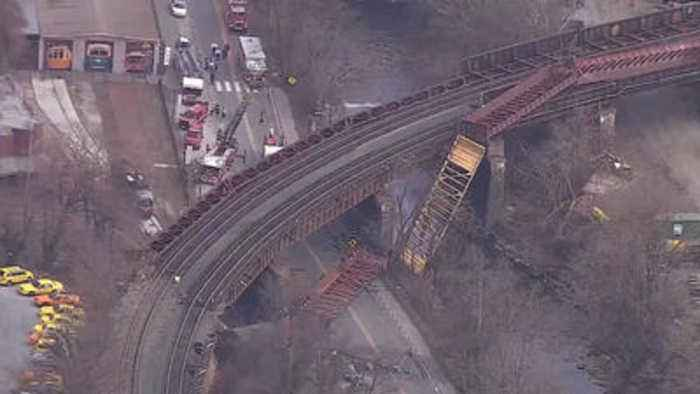 Train derailment reported near Howard Street in Baltimore, fire officials say
