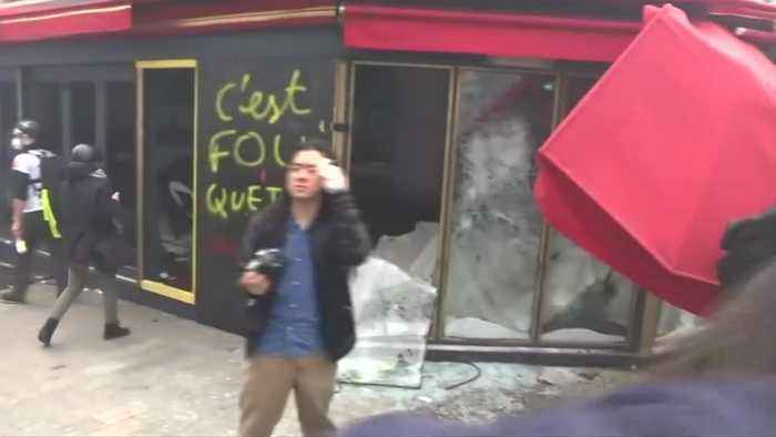 Store fronts smashed in 18th weekend of ''Yellow Vests'' protests
