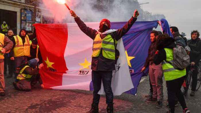 Violence Erupts As Yellow Vest Protests Continue In France