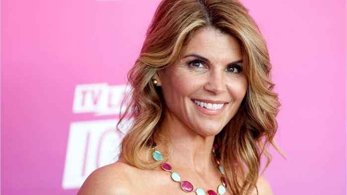 Felicity Huffman, Lori Loughlin Shut Down Social Media Accounts