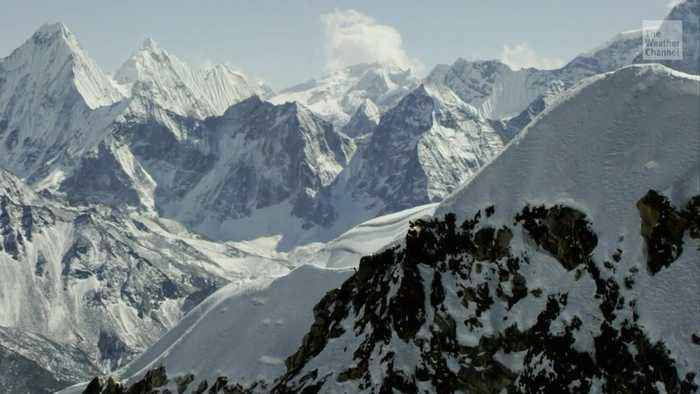 Glacial Melt is Exposing Dead Bodies on Mount Everest