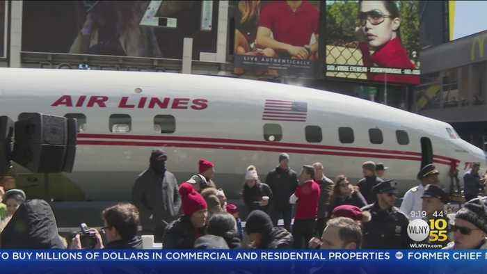 TWA Plane Lands In Times Square