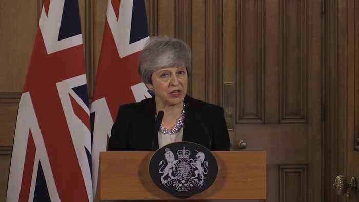 Theresa May calls for further Brexit extension