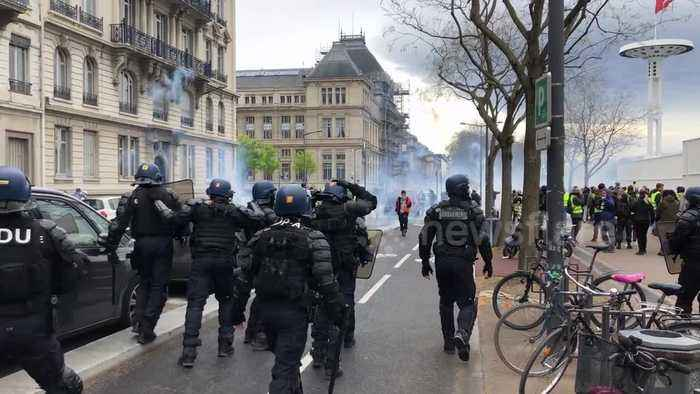 """Police charge """"yellow vest"""" protesters in Lyon"""