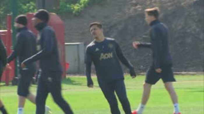 Rashford, Sanchez return to Utd training