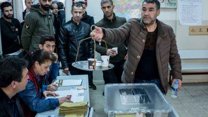 Turkish Ruling Party Demands New Local Election in Istanbul
