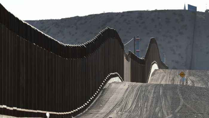 Pentagon Awards Almost $1 Billion to Build New Border Wall