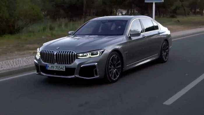 The BMW 745Le xDrive Car-to-car driving