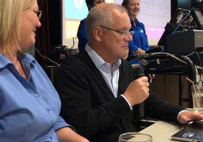 'Don't Give Up Your Day Job': PM's Bingo Calling Skills Fail to Impress