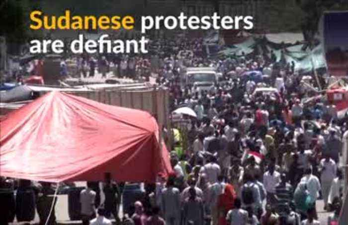 Sudanese protesters block attempt to break up their protest