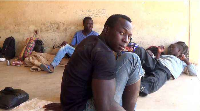 Niger refugees: Hundreds hope for a new life in Europe