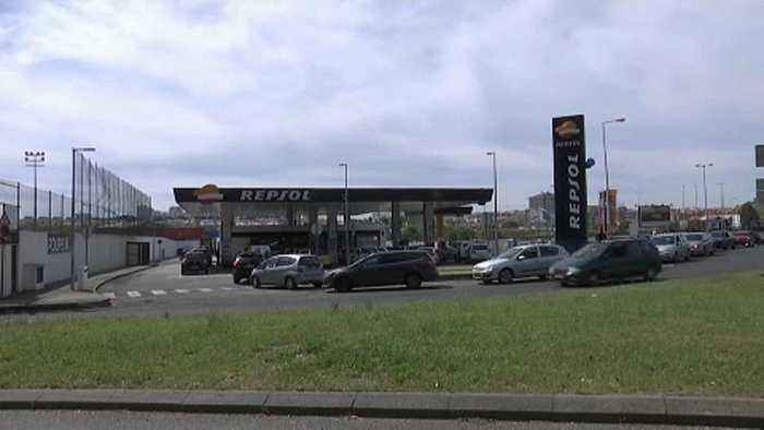 Portuguese government forces striking drivers to deliver minimum amount of fuel to airports