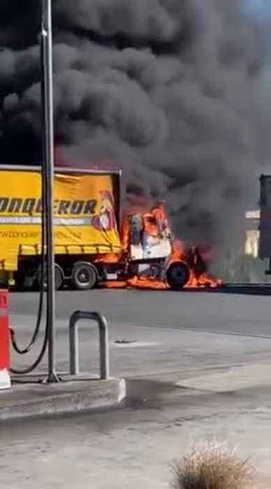Truck Bursts Into Flames in Bombay, Auckland