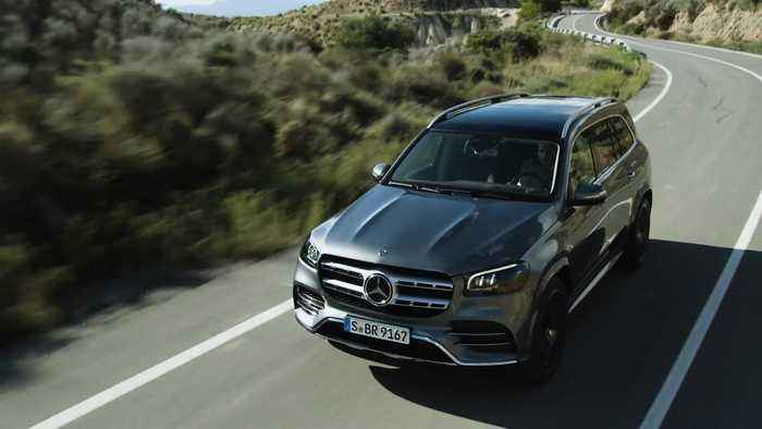The new Mercedes-Benz GLS AMG Line Driving Video
