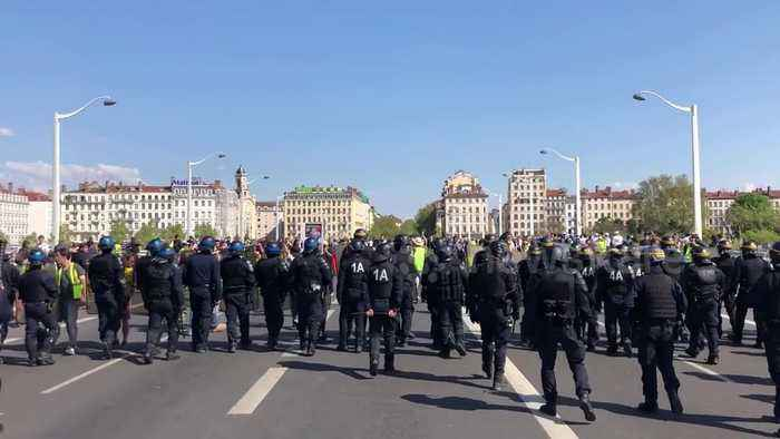 Clashes between yellow vests and police in Lyon