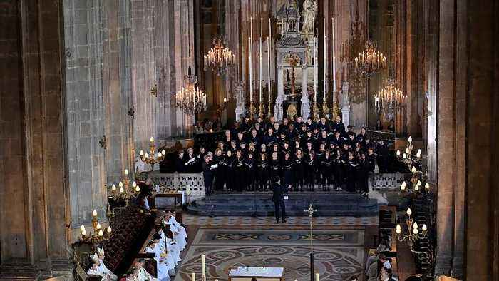 Notre Dame choir vows to sing on