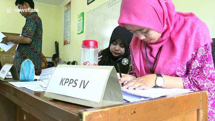 Election officials die from exhaustion in Indonesian Presidential elections