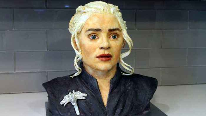 A Song Of Icing & Fire: Baker Paintstakingly Decorates Cake Into The Face Of Daenarys From Game Of Thrones