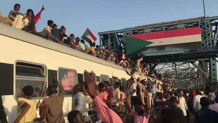 Protesters Ride Roof of Khartoum-Bound Train