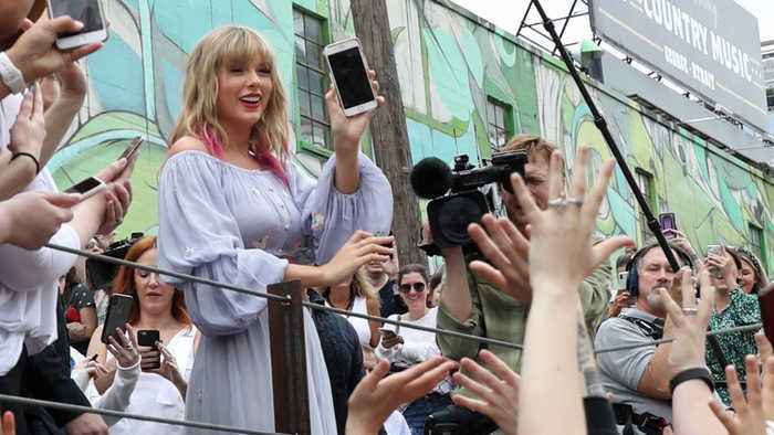 Taylor Swift's new single is all about ME!