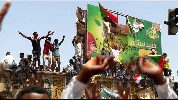 Thousands gather for Friday prayers outside Sudan army HQ