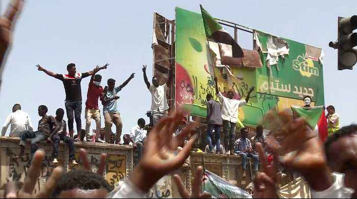 Sudan in transition: Protesters reinforce barricades