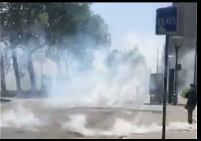 Police Fire Tear Gas to Disperse May Day Demonstrators in Lyon
